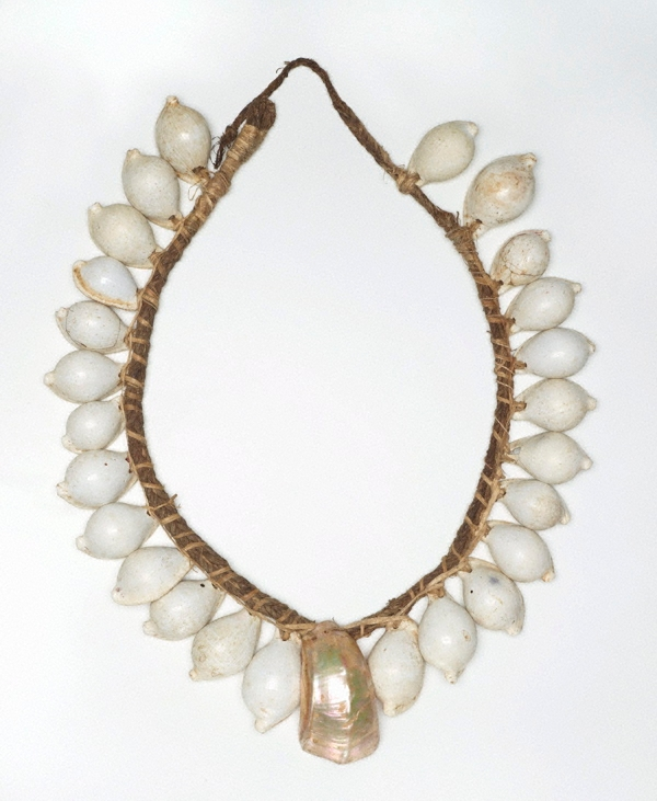 Exhibition Shell Necklace : Yogo shell necklace mid th century collected