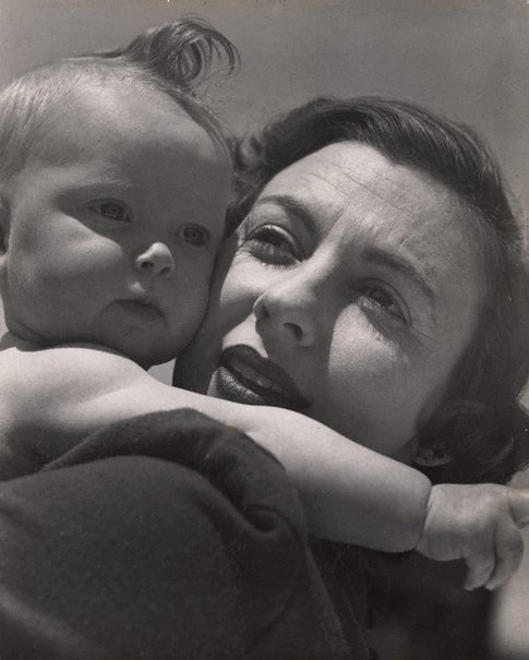 An image of untitled (mother and child) by Max Dupain
