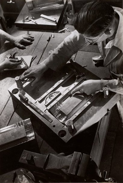 An image of Untitled (radio mould makers) by Max Dupain