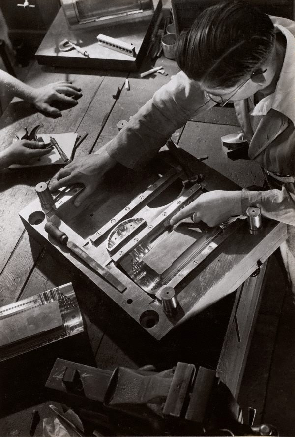 An image of Untitled (radio mould makers)