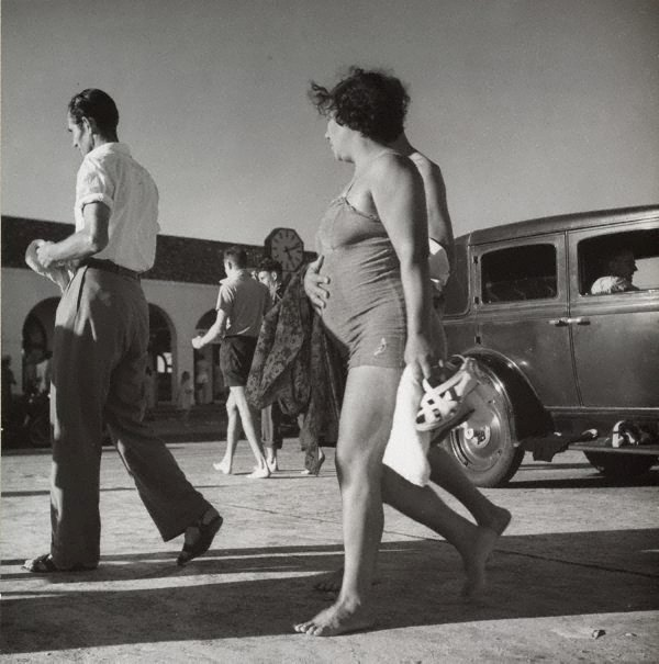 An image of Untitled (bathers, Bondi beach pavilion)