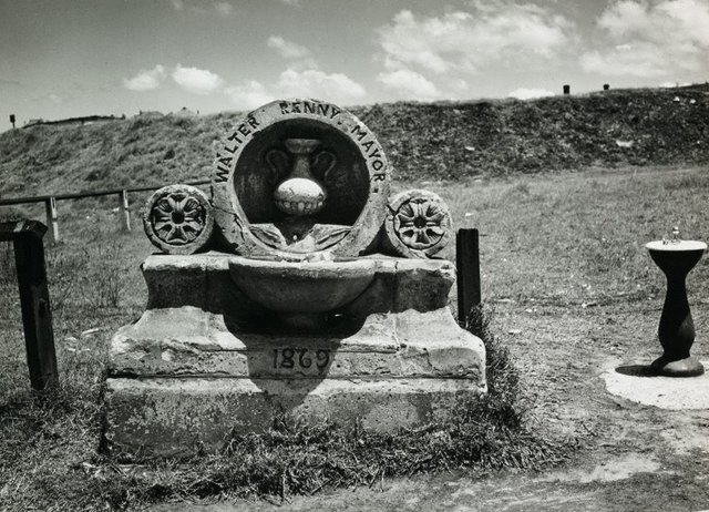 An image of Untitled (Walter Renny memorial)