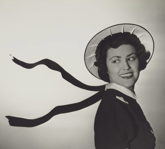 An image of Untitled (fashion illustration: hat advertisement)