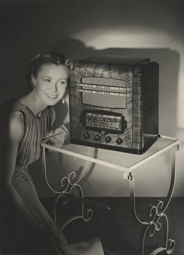 An image of Untitled (Fisk radiola advertisement: woman listening to the Fisk radiola)