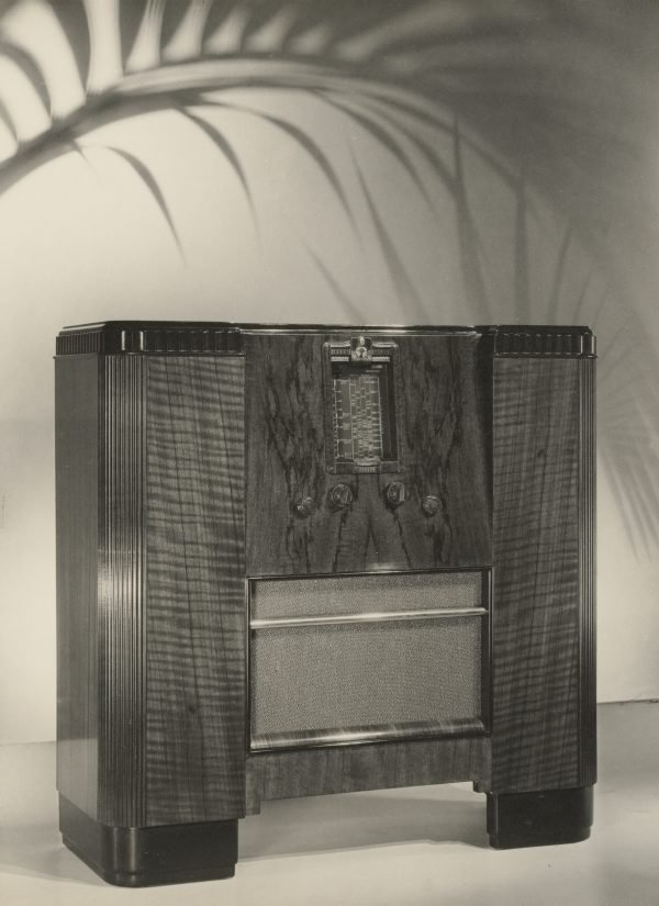 An image of Untitled (wireless advertisement: with fern)