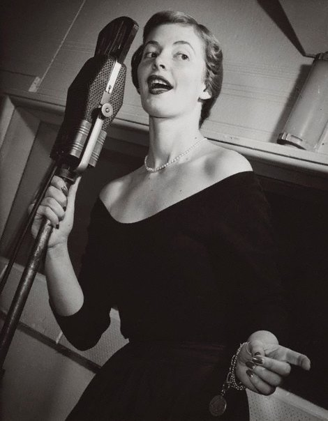 An image of Untitled (singer) by Max Dupain