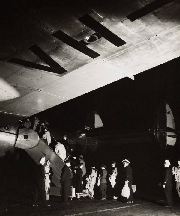 An image of Untitled (passengers boarding airplane)