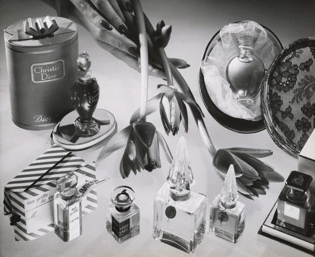 An image of Untitled (perfume advertisement)