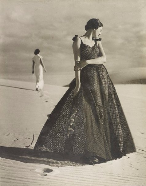 An image of recto: Untitled (two women on beach – one in white & one in black holding gladiola) verso: Untitled (woman in long white gown and Venus de Milo) by Max Dupain