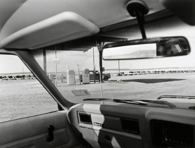 Alicia Miller, 6 years, and her mother Jill at petrol pumps, Mt Gunson, (1984, printed 1985) by Gerrit Fokkema