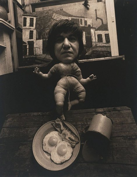 An image of Self-portrait with enamel bacon and eggs, Sydney by Lewis Morley