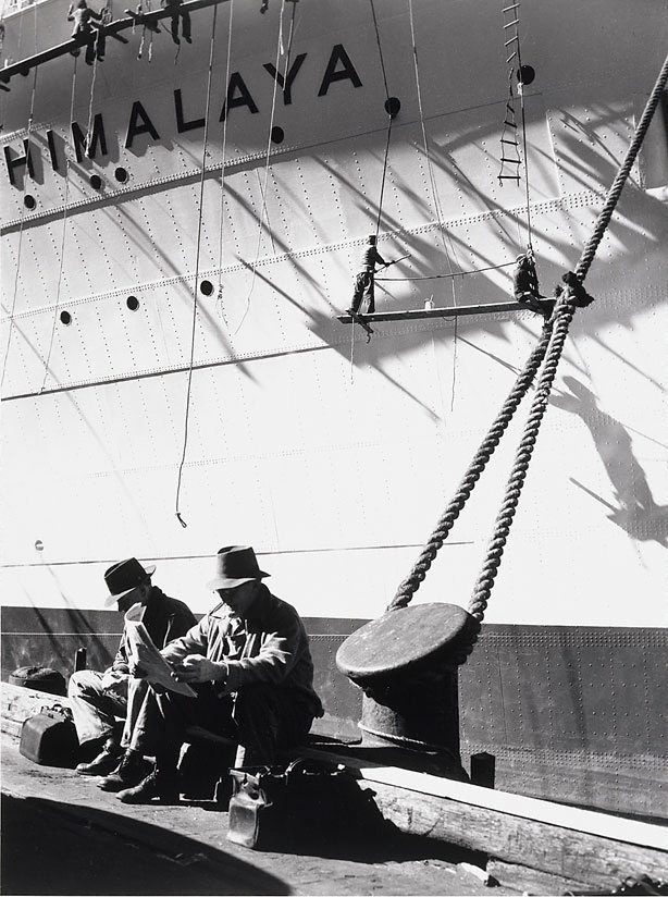 An image of Dock workers and the 'Himalaya'