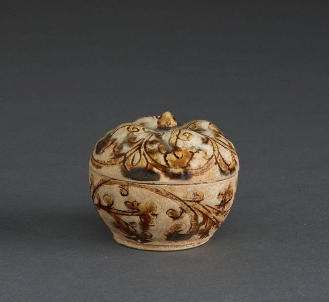 An image of Covered box with incised and glazed floral decoration and floral knob