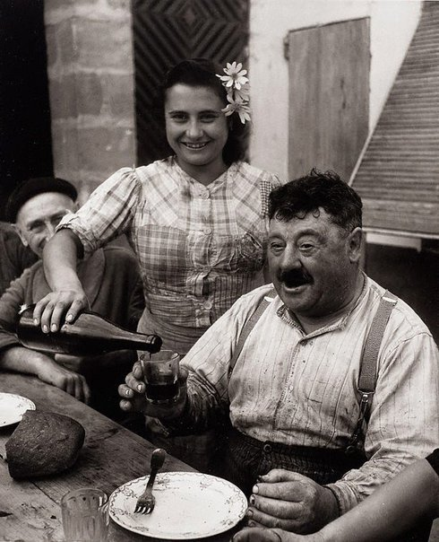 An image of Le vigneron girondin by Willy Ronis