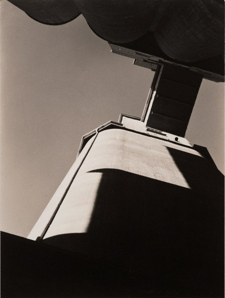 An image of Pyrmont silos by Max Dupain