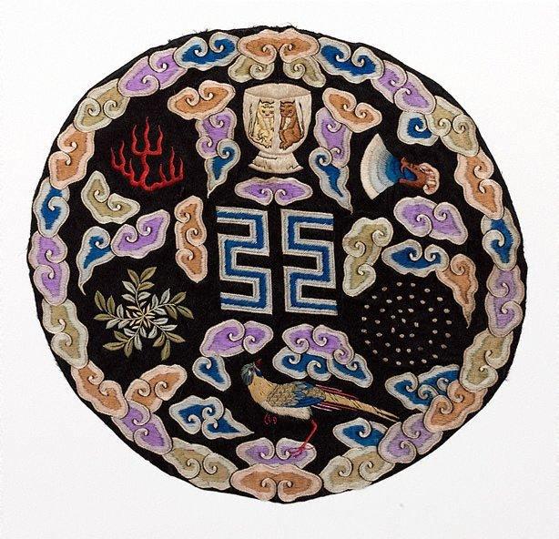 An image of Yuan Shikai seven symbol roundel