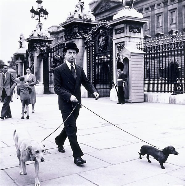 An image of Outside Buckingham Palace, London
