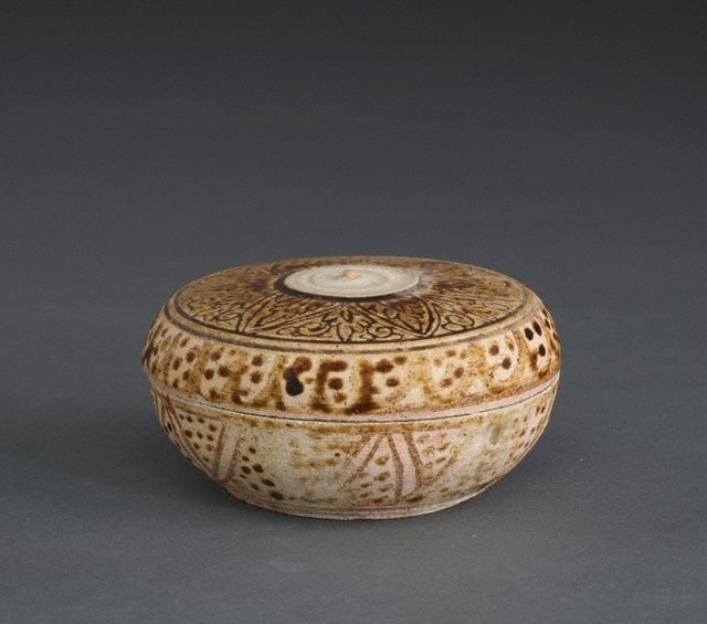 An image of Covered jar with floral and geometric patterning