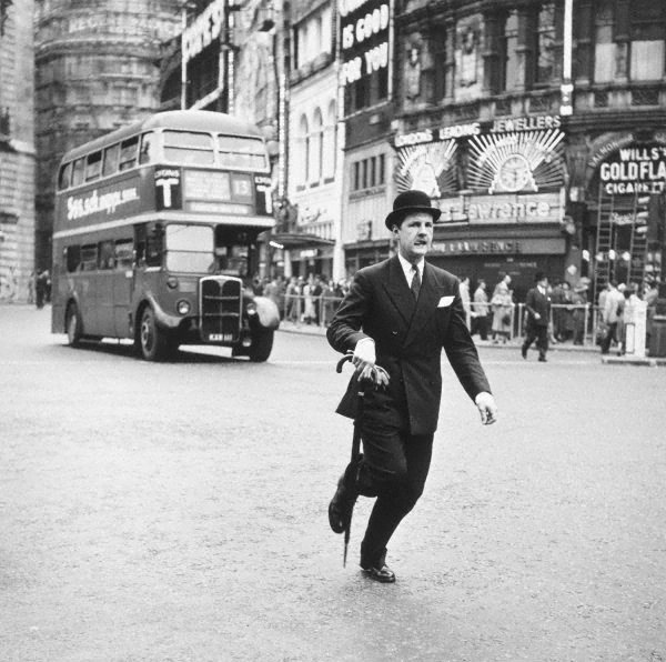 An image of Traffic dodging, Piccadilly Circus, London I