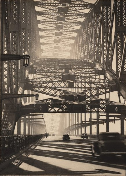 An image of Sydney Bridge by Harold Cazneaux
