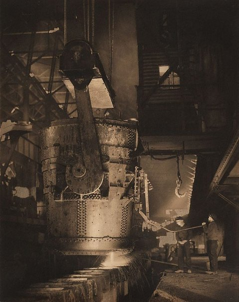 An image of Pouring steel, Newcastle B.H.P. by Harold Cazneaux