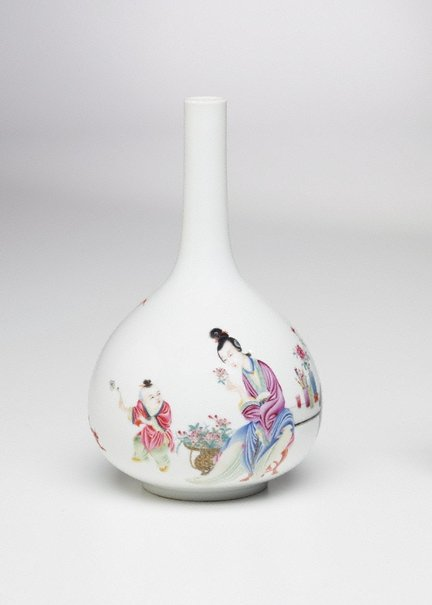 An image of Bottle shaped vase decorated with figures and a poem by Jingdezhen ware