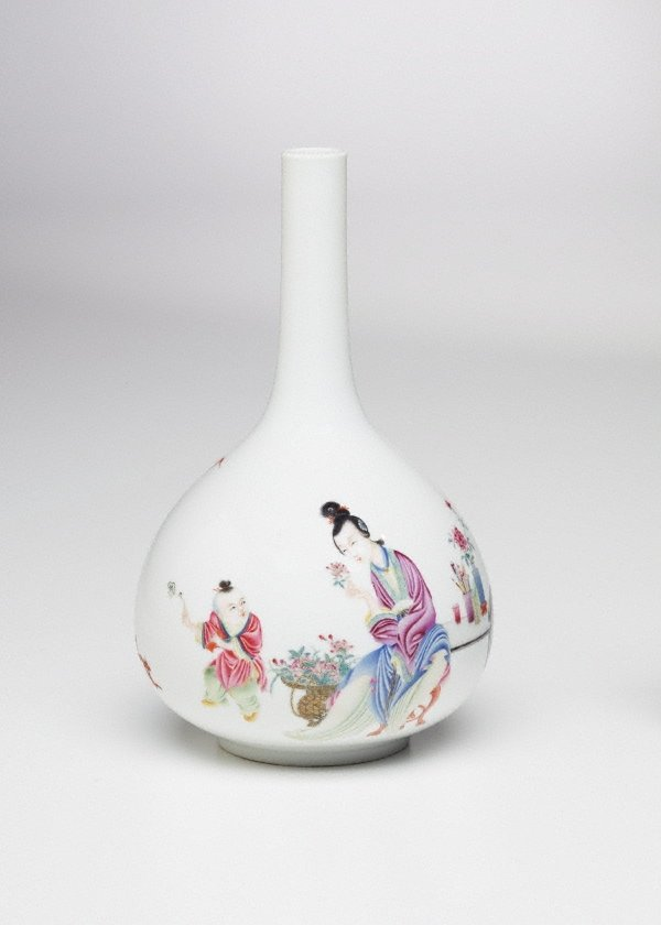 An image of Bottle shaped vase decorated with figures and a poem