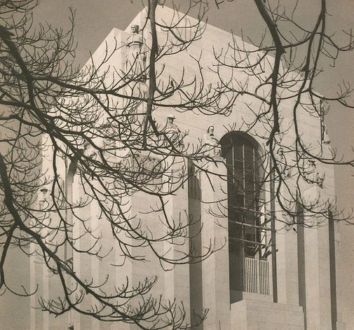 An image of Memorial by Harold Cazneaux