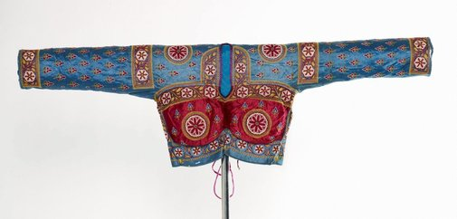 An image of 'Casual' choli (blouse) worn by queen by