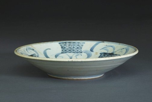 An image of Shallow bowl with a stacking ring in the cavetto and block-printed flower baskets and hand-painted flower scrolls by Fujian kilns, Guangdong kilns