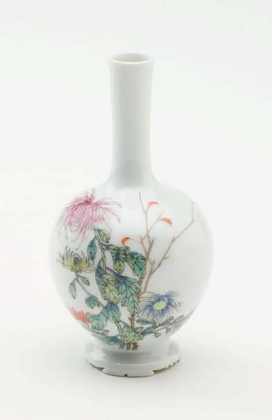 An image of Vase decorated with chrysanthemums and a poem by Zeng Xi (1861-1930) by Jingdezhen ware