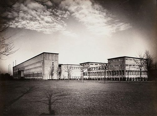 An image of Universitätsgebäude (university building) by August Sander