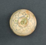 Alternate image of Covered box with floral decoration and green spots by