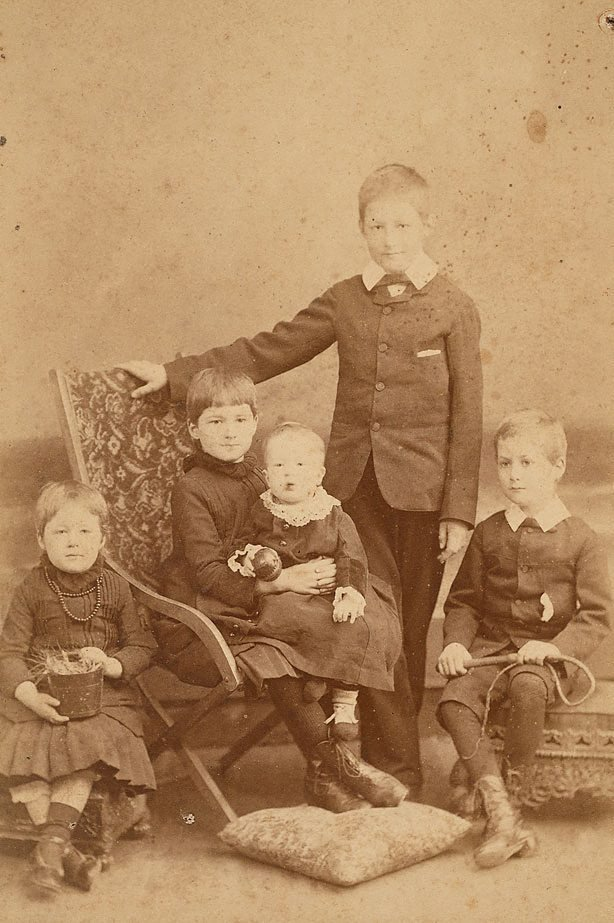 An image of Untitled (family portrait of five children)