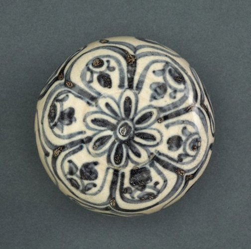 An image of Covered box with a carved shape and floral decoration by