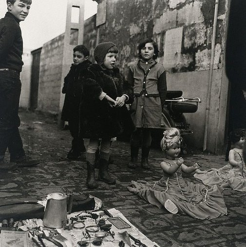 An image of Flea market, Paris by Lewis Morley