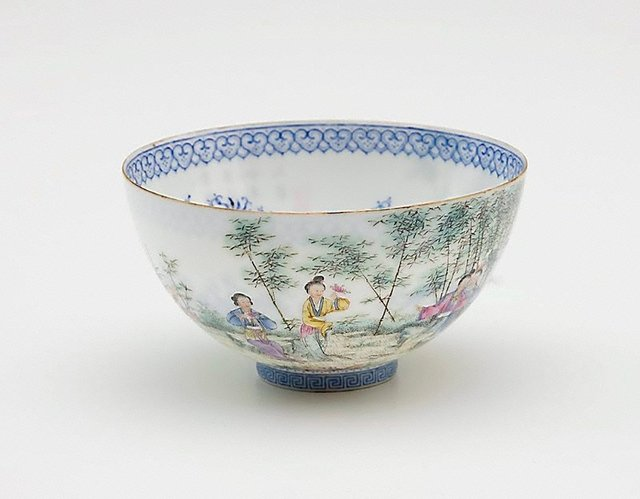 An image of Blue and white 'shining' bowl