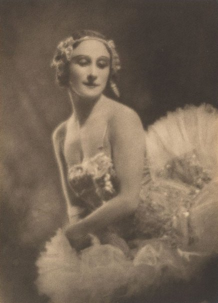 An image of Anna Pavlova by Harold Cazneaux