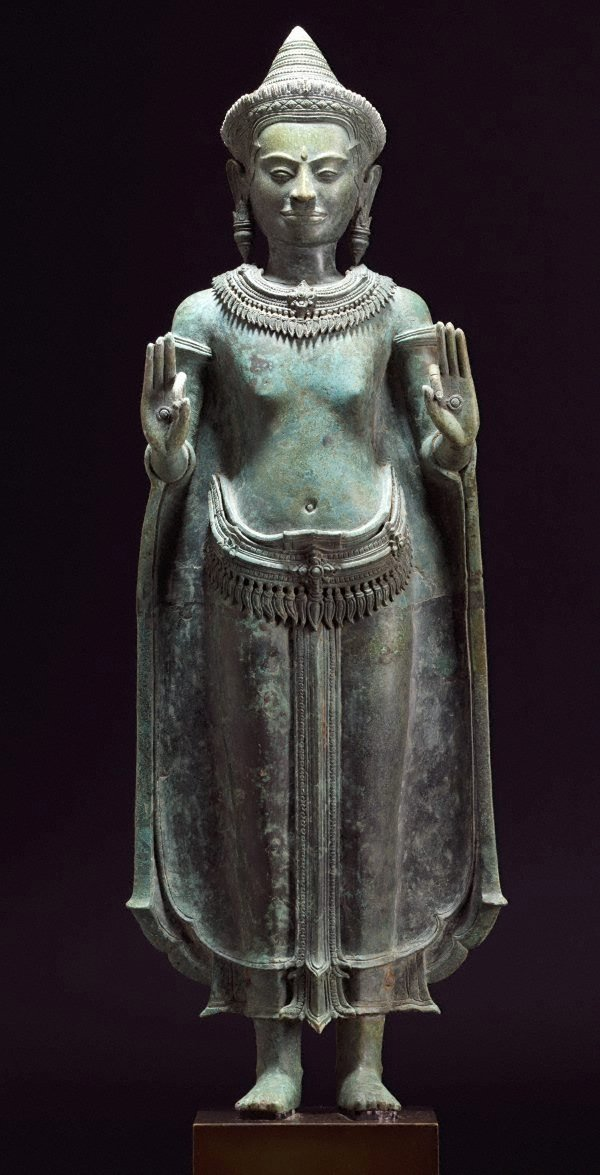 An image of Standing crowned Buddha