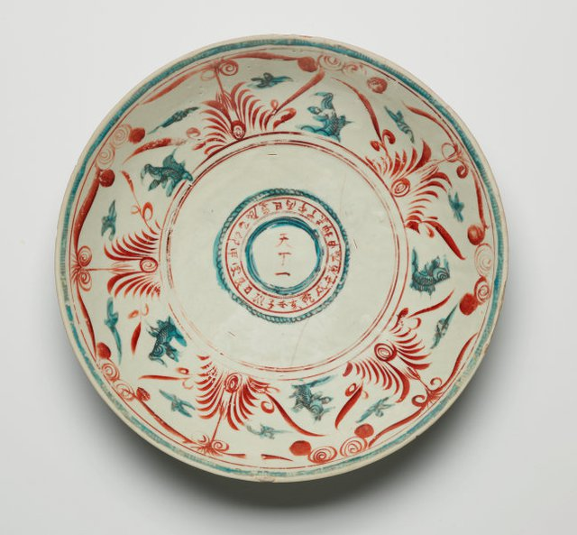 An image of Large dish with design of Chinese characters