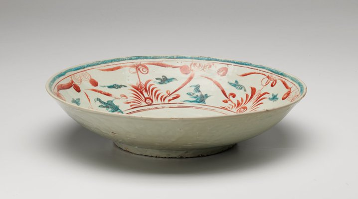 Alternate image of Large dish with design of Chinese characters by Swatow ware