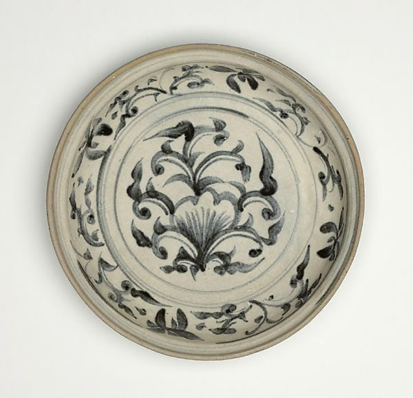 An image of Dish with stylised floral decoration