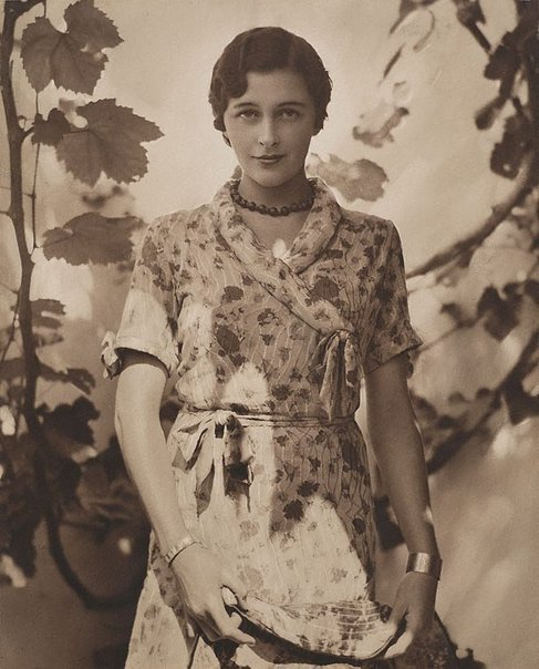 An image of Portrait in sunshine (Patricia Minchin) by Harold Cazneaux