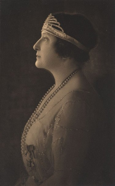 An image of Madame Melba by Harold Cazneaux