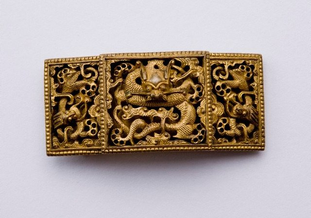 An image of Gold dragon belt buckle