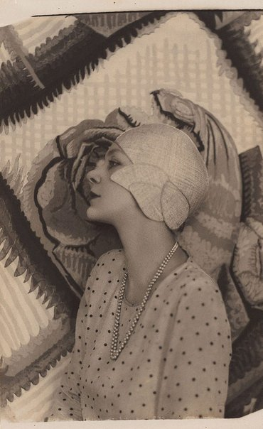 An image of Doris Zinkeisen by Harold Cazneaux