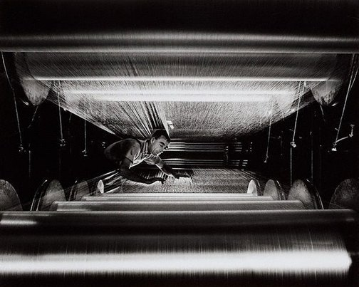 An image of Rayon loom turner, Bruck Mills, Wangaratta, Victoria by Wolfgang Sievers