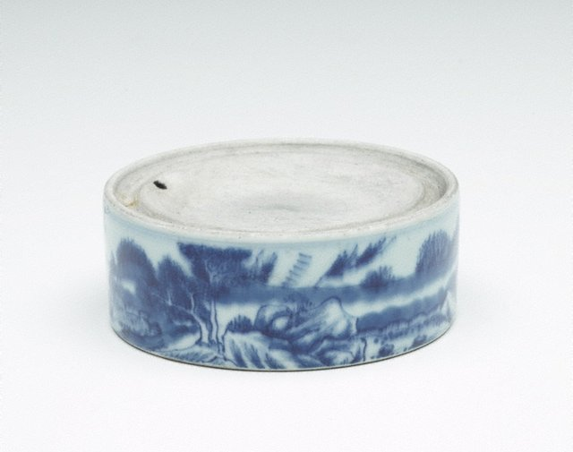 An image of Ink mortar decorated with landscape scene