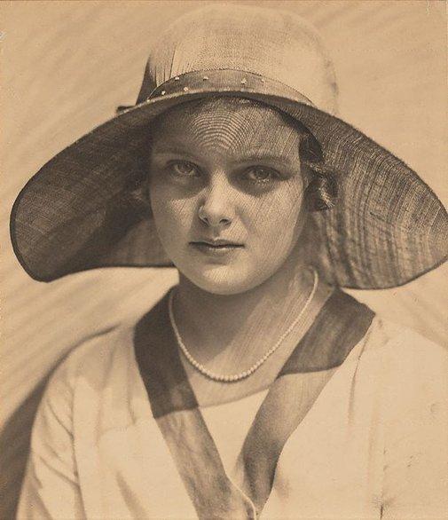 An image of Sun portrait (Lesley Sugden) by Harold Cazneaux