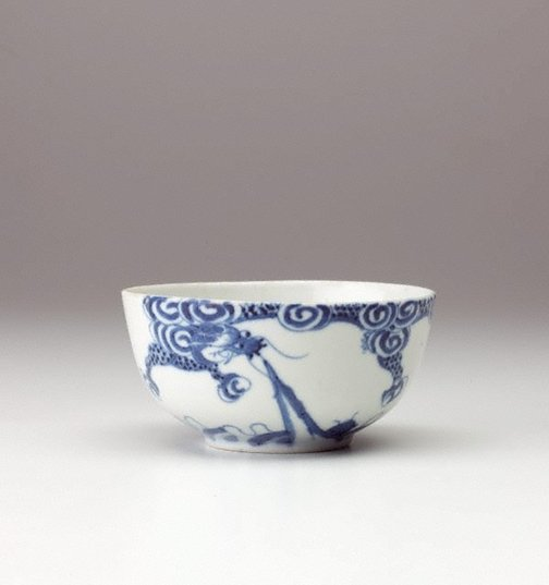An image of Bleu de Hue bowl with dragon decoration by Export ware